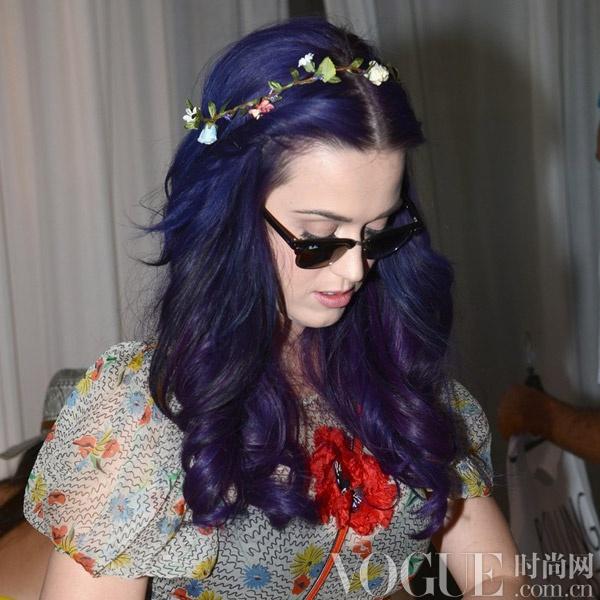 染暗紫色头发_染一缕紫色头发图片_头发染2015款紫色 ...