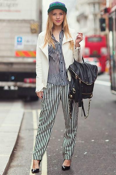 竖条纹裤子搭配图片_时髦显瘦竖条纹裤 出街你得来一条[6]- 中国日报网